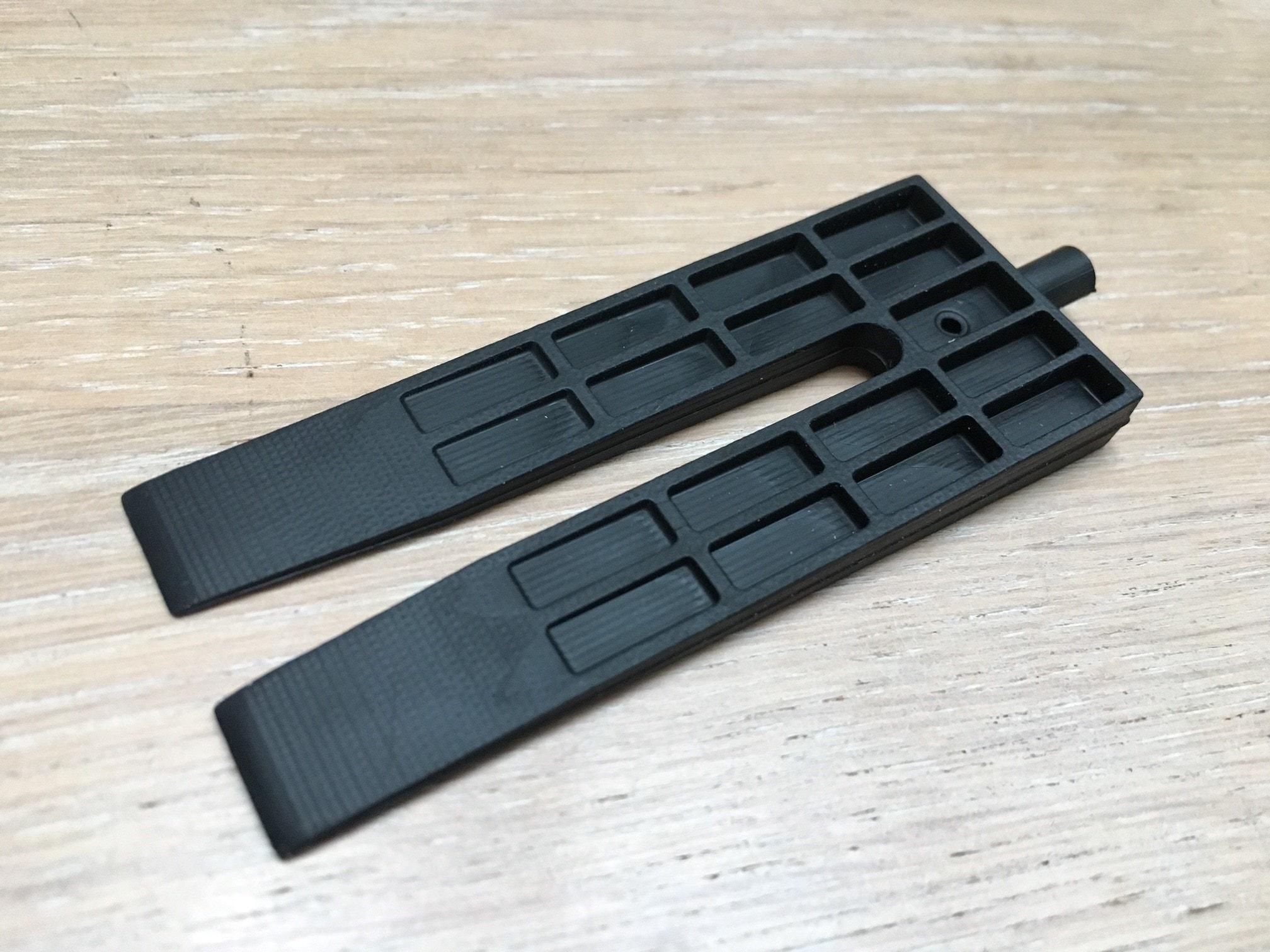 Støbt kile i TPV-materiale fra 3D-printede formindlæg. God detaljegrad.