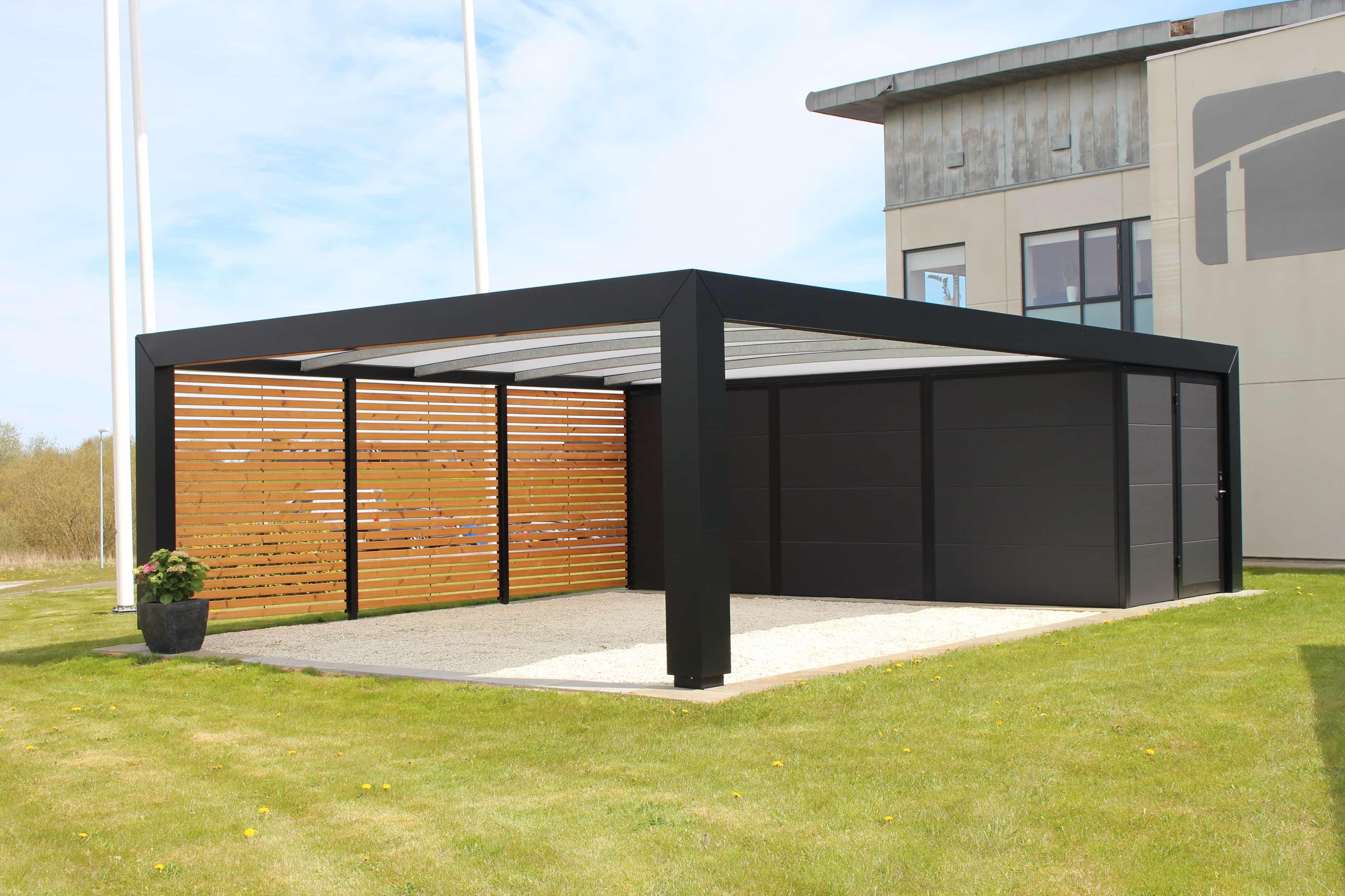 Stilren KUBIC carport i galvaniseret, pulverlakeret stål, samt plast, træ og kompositmaterialer